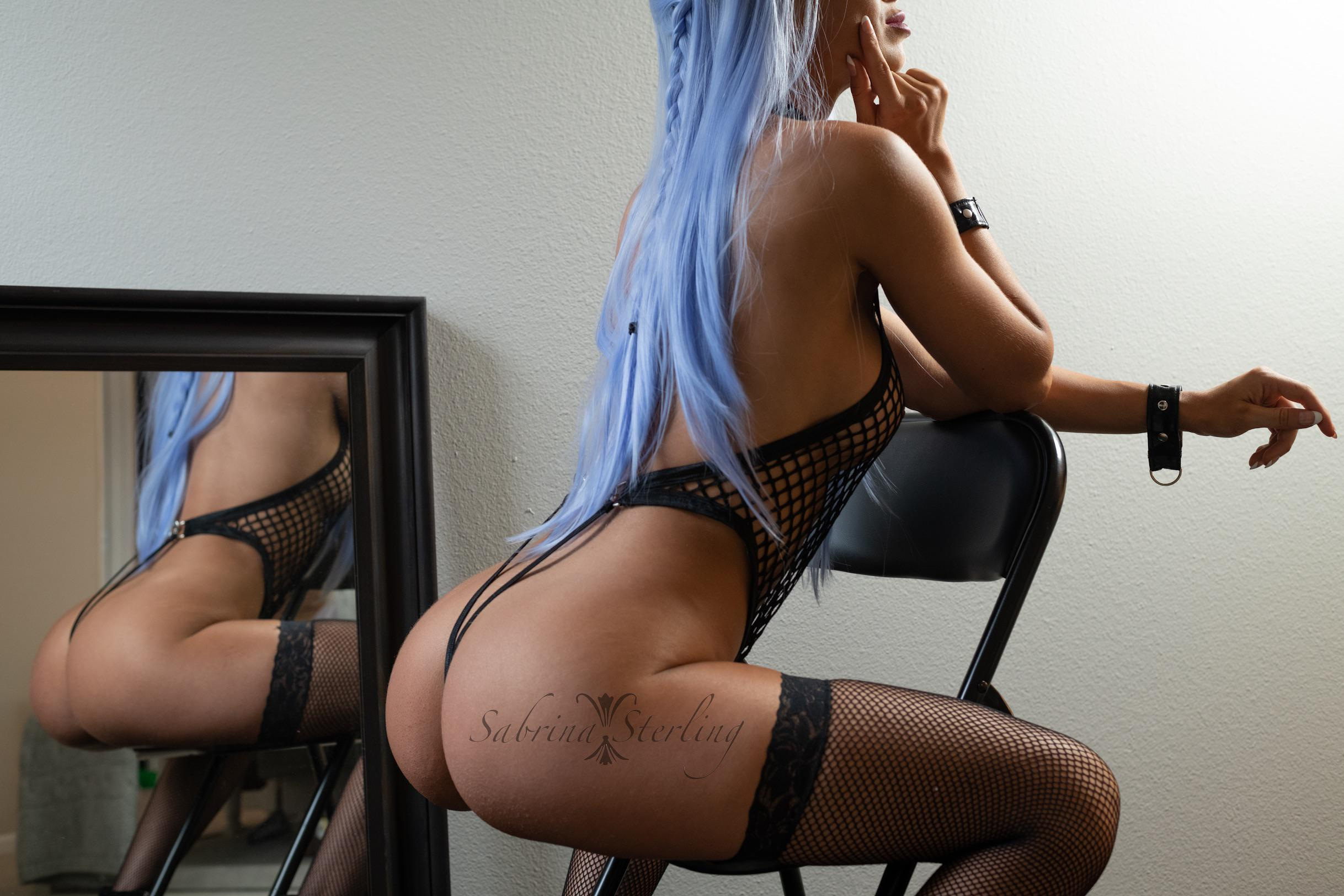 Would You Spot Me In The Squat Rack? 😈😘❌⭕️ – Sabrina Sterling