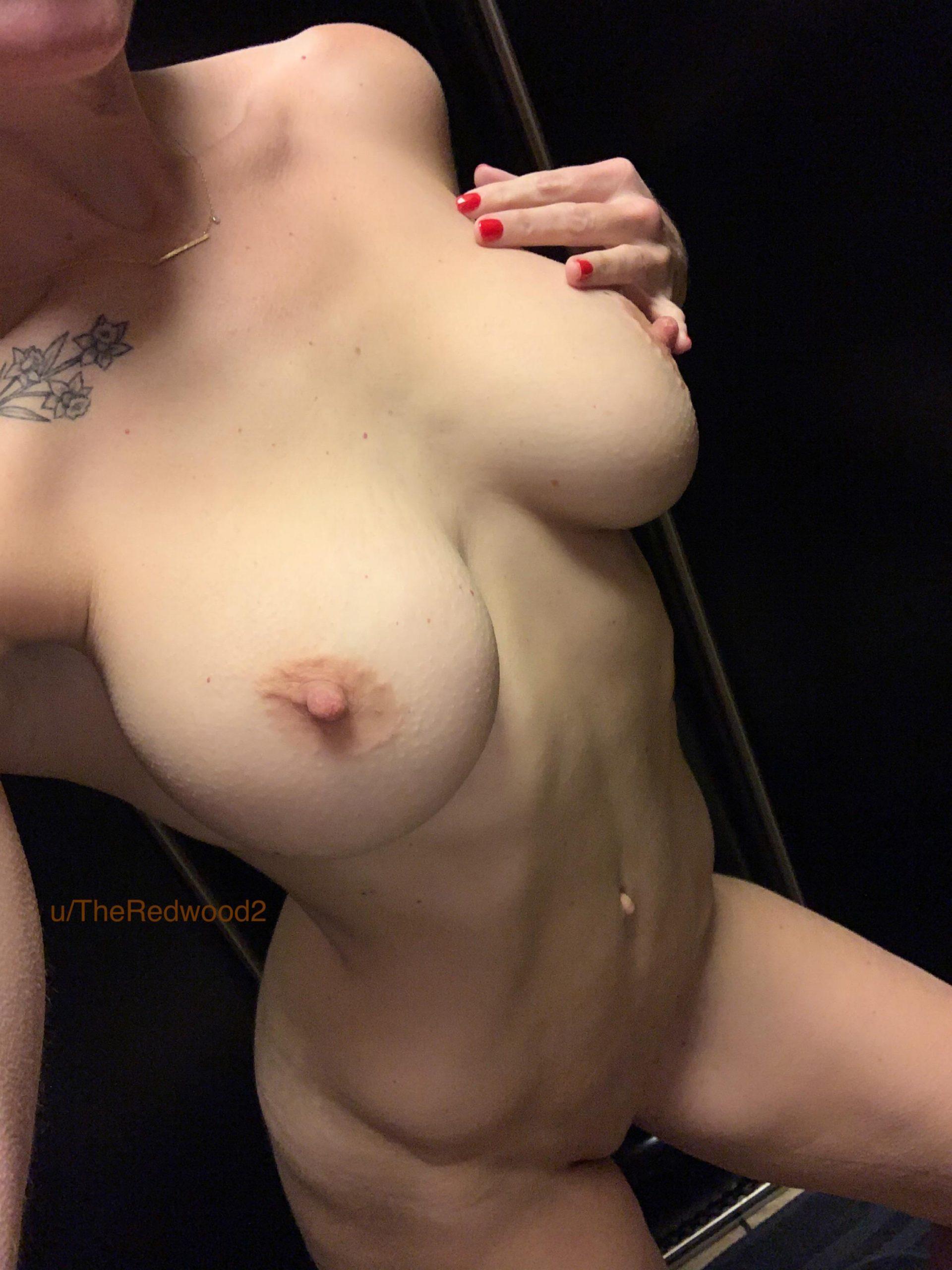 Post Shower Titties ?