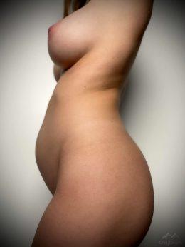 Boobs, Baby Bump, Or Booty? 💋