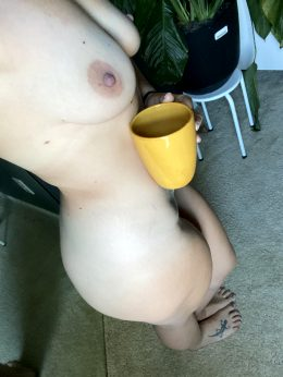 Happy Friday! Who Wants To Help Me With A Refill And A Side Of Creamer? ?