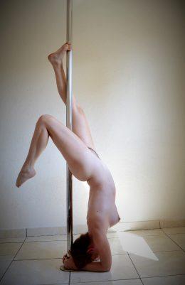 Pole Nude ?