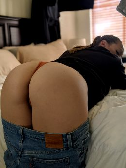 Some MILF Cheeks To Start Your Sunday🍑💦