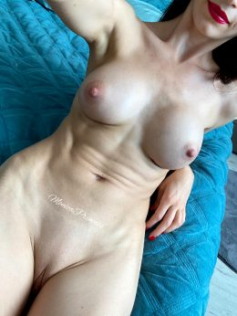 Tight Abs And An Even Tighter Pussy… Am I Your Type? :)
