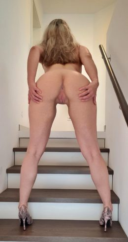 Would You Follow Me Upstairs??? 💋