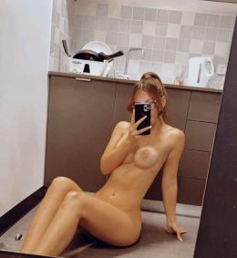 Young Australian College Slut At Your Service 🤤😈